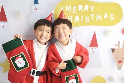 衣装がパッと映える!Santa&Friends WHITEを使ったママの撮影アイディア♪
