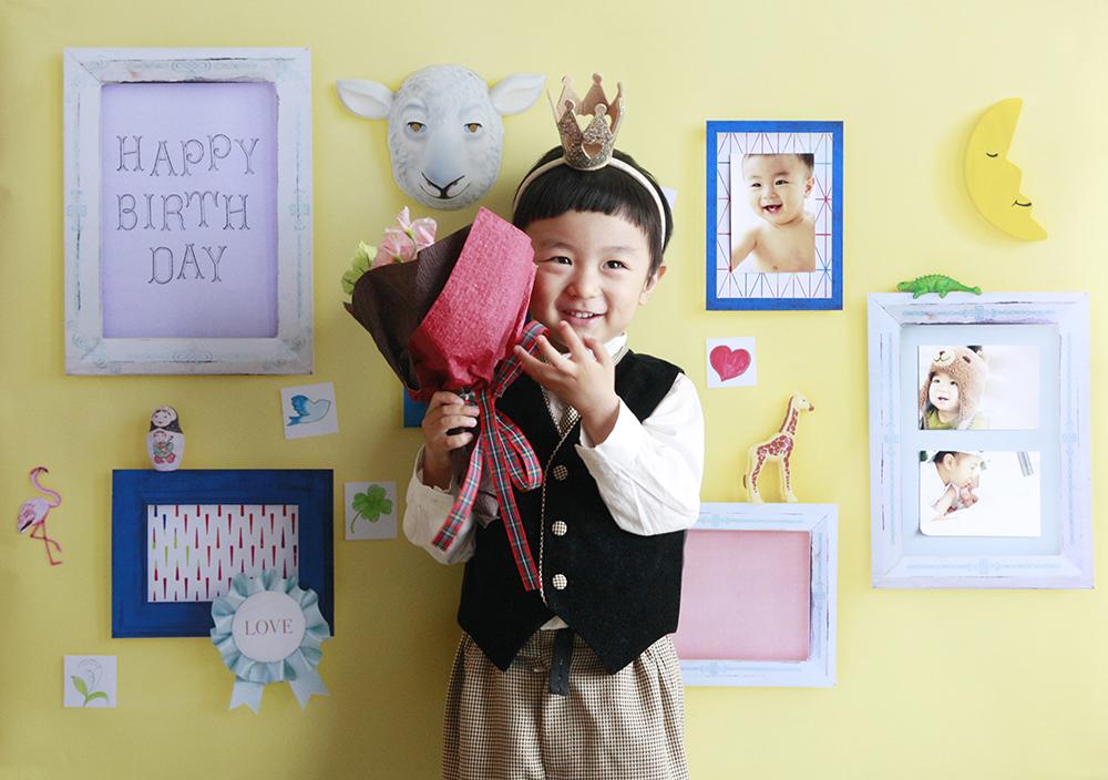 誕生日写真を自宅でおしゃれに楽しめます。デザインは「memories」