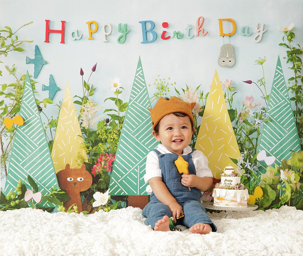 誕生日写真を自宅でおしゃれに楽しめます。デザインは「botanical」
