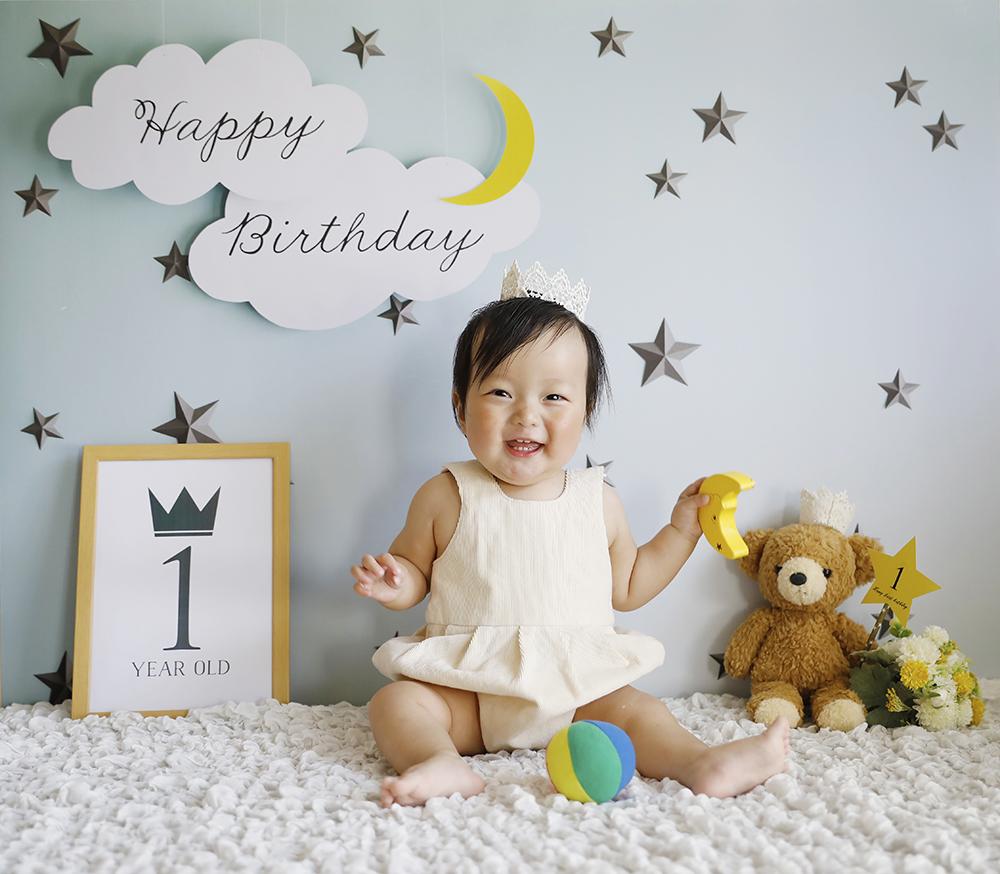 1歳誕生日の写真。自宅で素敵な写真を。デザインはmoon and star