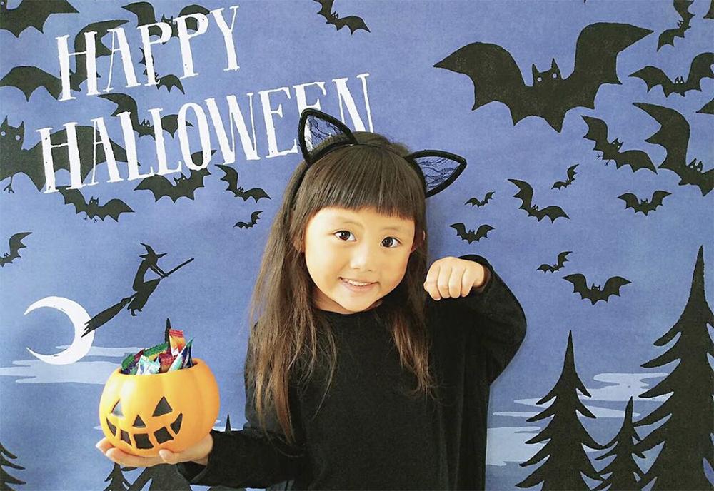 ハロウィン背景 おうち写真館を小さな女の子で撮影した写真
